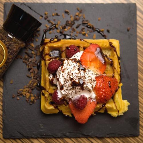 vafle s čokoládou a skořicí